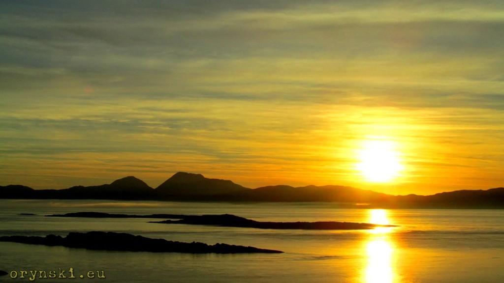 Zachód Słońca nad wyspą Jura