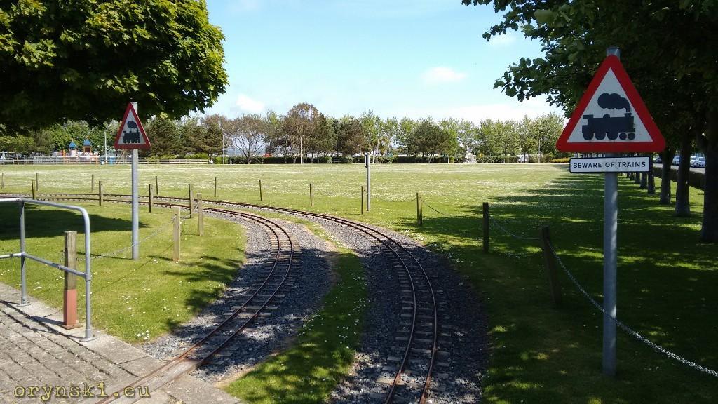 Tory miniaturowej kolejki w Agnew Park (fot. Urszula Hałenda)