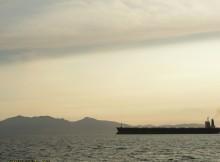 Statek opuszczający Clyde na tle wyspy Arran